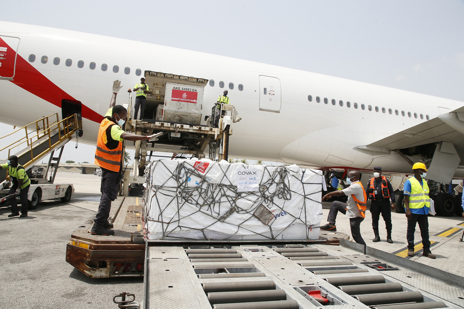 Workers offload boxes of AstraZeneca/Oxford vaccines as the country receives its first batch of coronavirus disease (COVID-19) vaccines under COVAX scheme, in Abidjan, Ivory Coast February 26, 2021. <br><br>504 thousand doses of the Astrazeneca / Oxford vaccine were received in Abidjan. Vaccination against COVID-19 begins March 1 in Côte d'Ivoire